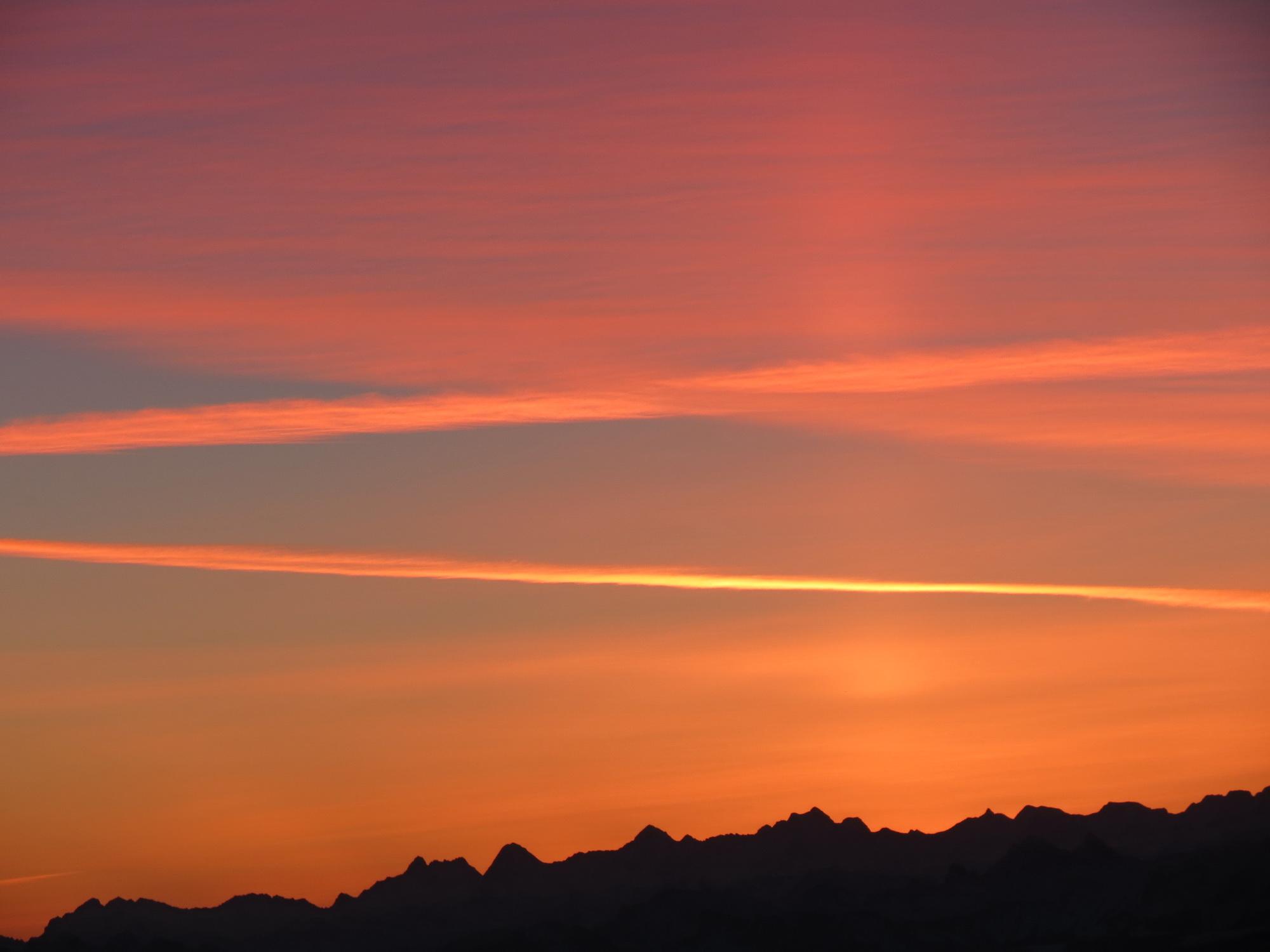 le ciel se zébre de couleurs ambres